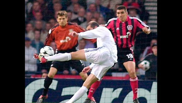 El gol de volea de Zidane al Bayer, elegido el más bello de la Champions League   Foto: AP/EFE/AFP/Reuters