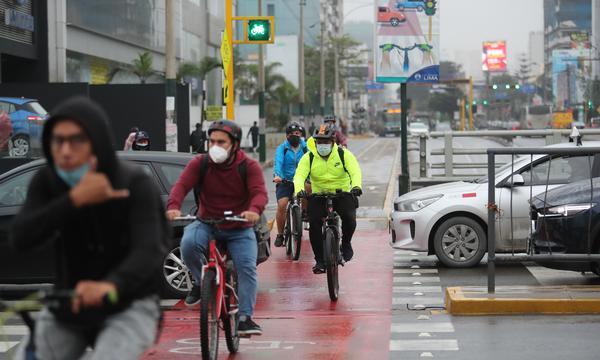 Todo ciclista debe contar siempre con el equipamiento básico de seguridad. (Foto: Lino Chipana Obregón / GEC)