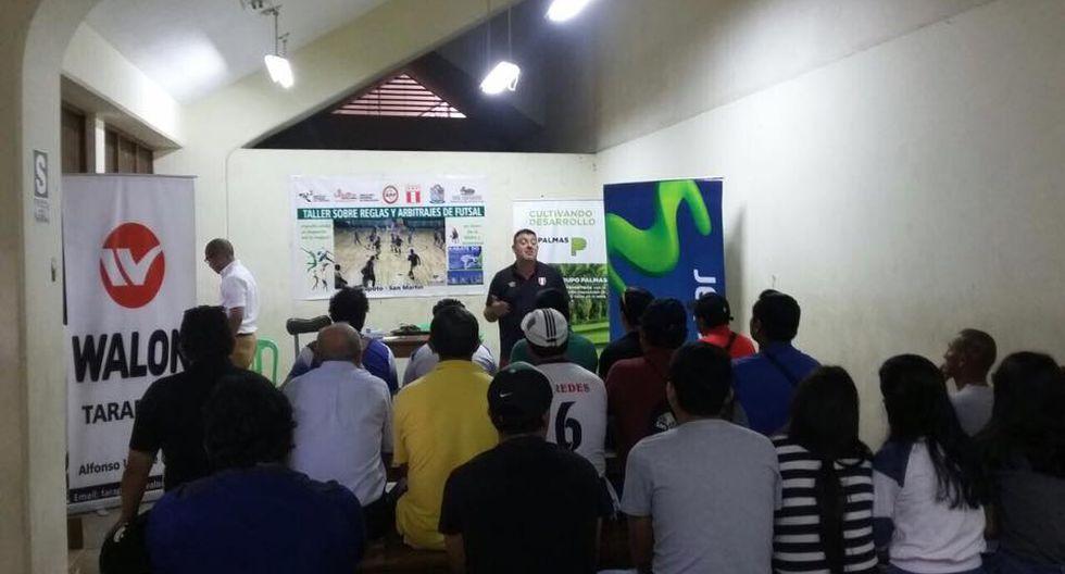 Chema Jiménez también dictó clases a técnicos, periodistas, profesores para que conozcan sobre este deporte. (Foto: FPF).