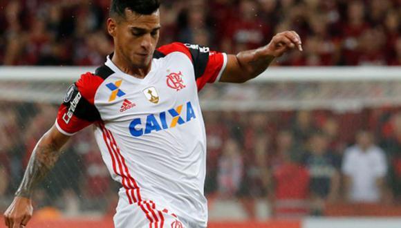 Ante la ola de rumores de una posible partida de Miguel Trauco, Flamengo elaboró una bulliciosa cláusula de rescisión. ¿Un club del 'Viejo Continente' debería gastar esa suma por el peruano? (Foto: Agencias)