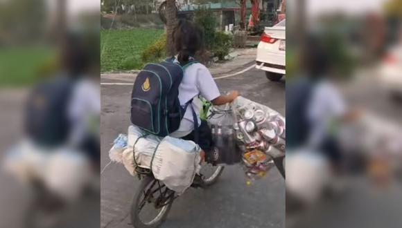 Todos los días, una niña sale de estudiar, toma su bicicleta y recorre las calles para recoger botellas (Foto: Captura de video de YouTube)