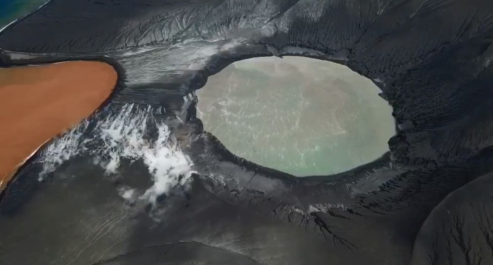 El documentalista de desastres naturales, James Reynolds, viene registrando el estado actual del volcán Anak Krakatoa, cuya erupción provocó el tsunami que dejo 429 personas muertas en Indonesia. (Foto: Captura de video)