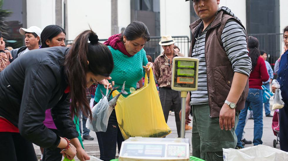 Breña: venden productos en la calle tras incendio en mercado  - 10