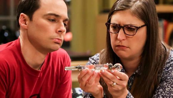 Amy y Sheldon emprenden una búsqueda por toda la ciudad para tratar de averiguar de qué se trataba el regalo de bodas que les dio Penny y Leonard (Foto: Amazon prime video)