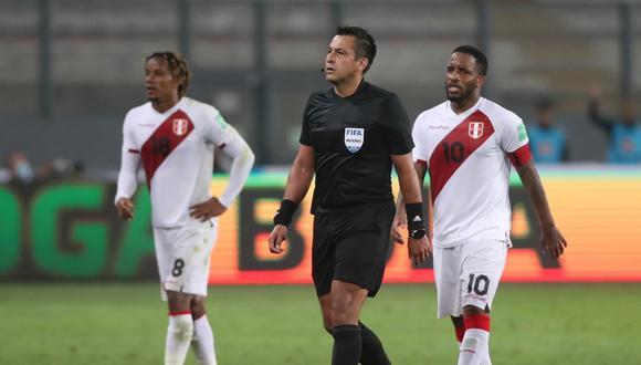 Julio Bascuñan tuvo una polémica actuación en el duelo entre Perú y Brasil.