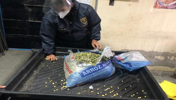 Trujillo: Intervienen a mujer por querer meter saco de habas con marihuana a penal El Milagro (Foto: PNP)