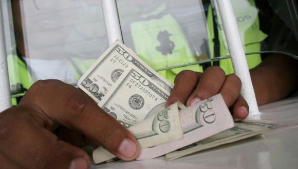 En el mercado paralelo o casas de cambio de Lima, el tipo de cambio se cotizaba a S/3,930 la compra y S/3,960 la venta de cada billete verde. (Foto: GEC)