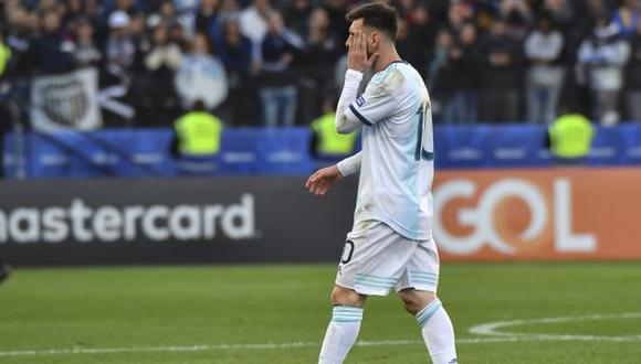 Lionel Messi fue expulsado en el choque ante Chile tras un dure cruce con Gary Medel. (Foto: AFP)