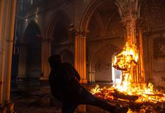Protestas en Chile: encapuchados incendian iglesia de Carabineros | FOTOS