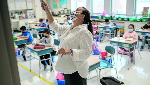 A largo plazo, las aulas deberán cambiar sus estructuras para dar lugar a espacios donde los alumnos puedan debatir, realizar trabajos en grupo e interactuar entre ellos, sostienen los especialistas. (Foto: John Moore/Getty Images/AFP)