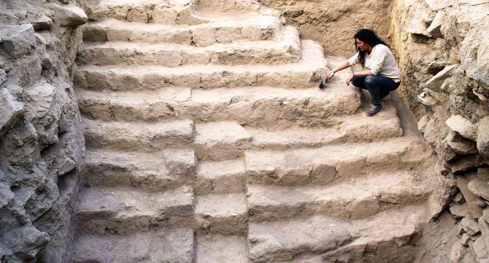 Científicos peruanos han encontrado una estructura escalonada que exhibe 11 peldaños en forma de pirámide truncada, construida con adobe y tierra por los antiguos hombres de Sechín.  (Difusión Proyecto Arqueológico Sechín )