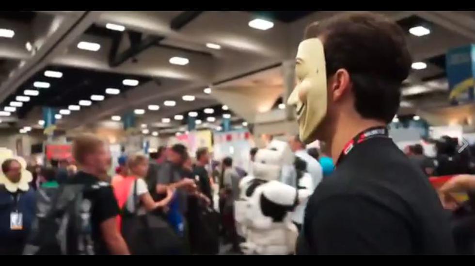 Henry Cavill se infiltra en Comic Con y sorprende a Will Smith - 5
