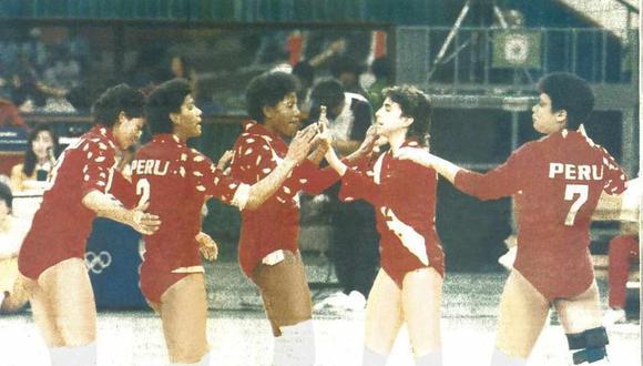 La selección peruana de vóley, dirigida por Man Bok Park, se trajo la plata de Seúl 88. (Foto: Archivo de El Comercio)