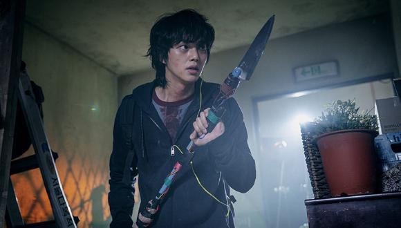 Hyun-soo con su arma característica. ¿Qué será de él en una hipotética segunda temporada? (Foto: Dulce hogar / Netflix)