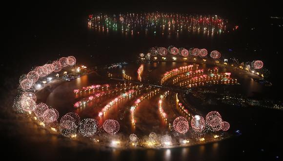 Fuegos artificiales en Palm Jumeirah en Dubái, durante las celebraciones del Año Nuevo del 2014. (Foto: AFP).