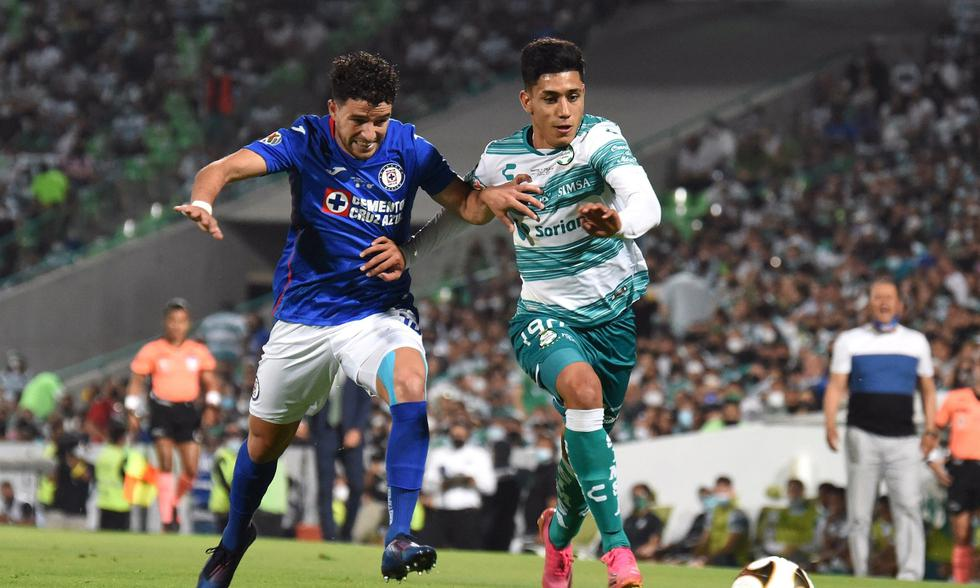 Cruz Azul y Santos Laguna se enfrentaron en la ida de la final de la Liga MX | Foto: EFE