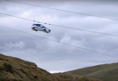 YouTube: ¿Qué hace este auto de Rally bajando por una tirolina?