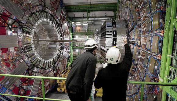 El Gran Colisionador de Partículas es un laboratorio donde se experimentan con partículas subatómicas. (Foto: Richard Juilliart / AFP)