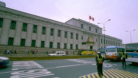 Emblemático local de la Biblioteca Nacional en la avenida Abancay (centro de Lima).2003 (Foto: GEC Archivo)
