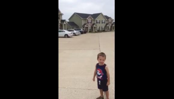 YouTube: Niño de 3 años reconoce marcas de autos
