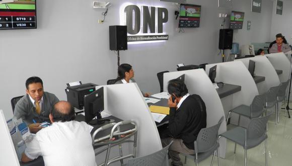 Los ciudadanos afiliados a la Oficina de Normalización Previsional, tienen la posibilidad de retirar hasta 4.300 soles de sus fondos de pensiones | Foto: ONP / Referencial