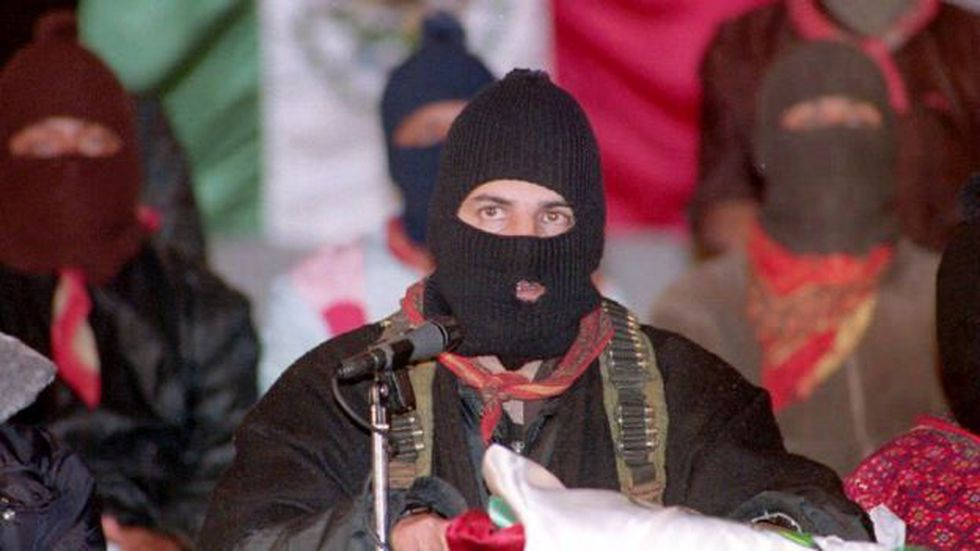 Esta es una de las primeras apariciones del Subcomandante Marcos tras el levantamiento zapatista del 1 de enero de 1994.