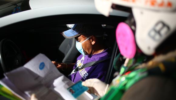 Policía de Tránsito son los encargados de realizar operaciones para revisar pase de tránsito vehicular durante cuarentena por coronvirus, (Foto: Hugo Curotto/GEC)