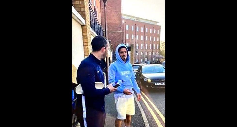 Jack Grealish detenido durante el fin de semana al chocar su vehículo mientras manejaba con pantuflas. (Foto: Twitter)