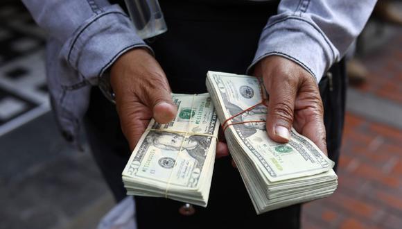 Dólar cerró a la baja.  (Jessica Vicente/@photo.gec)