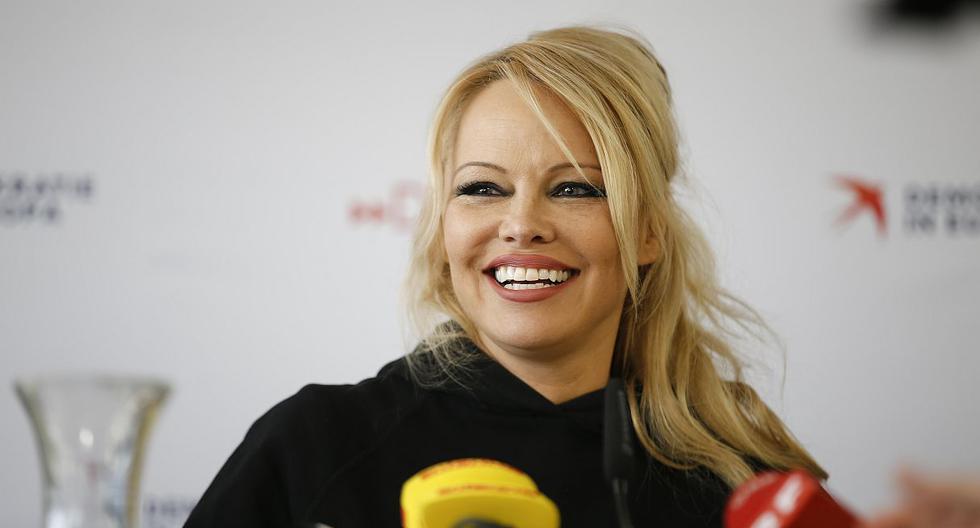 """Pamela Anderson confesó que aún usa el traje de baño rojo de """"Baywatch"""" en sus citas. (Foto: AFP)"""