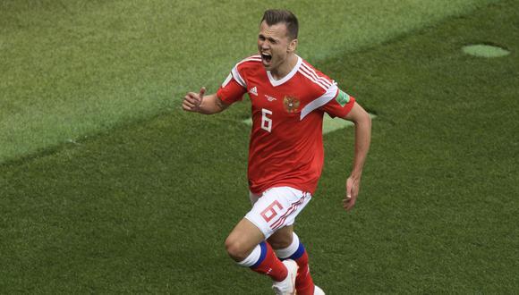 Denís Cherisev quedará en la historia como el primer jugador que ingresó desde el banco de suplentes en un partido inaugural y marcó en dos ocasiones. (Foto: AFP)
