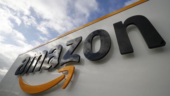 """La empresa fundada por el empresario y hombre más rico del mundo Jeff Bezos también es propietaria de Audible, que ofrece audiolibros y conocidos podcast como """"This American Life"""", """"Pod Save America"""" o """"You're Wrong About"""". (Foto: AFP)"""