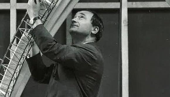 Joseph Bertony, fotografiado con parte de la estructura de la Ópera de Sídney.