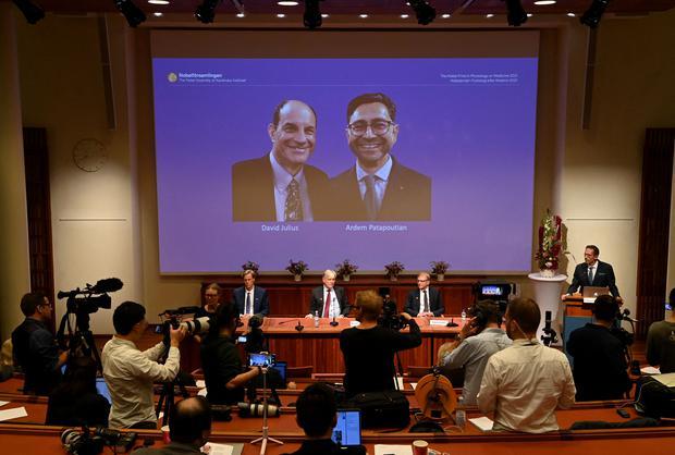 David Julius (1°) ed Erdem Patbutian condividono il premio.  (Foto: Jonathan Naxstrand/AFP)