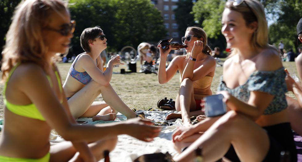 Coronavirus en Reino Unido   Ultimas noticias   Último minuto: reporte de infectados y muertos sábado 23 de mayo del 2020   Covid-19   En la imagen, la gente disfruta del sol en London Fields, al noreste de Londres. (Foto por Tolga Akmen / AFP).
