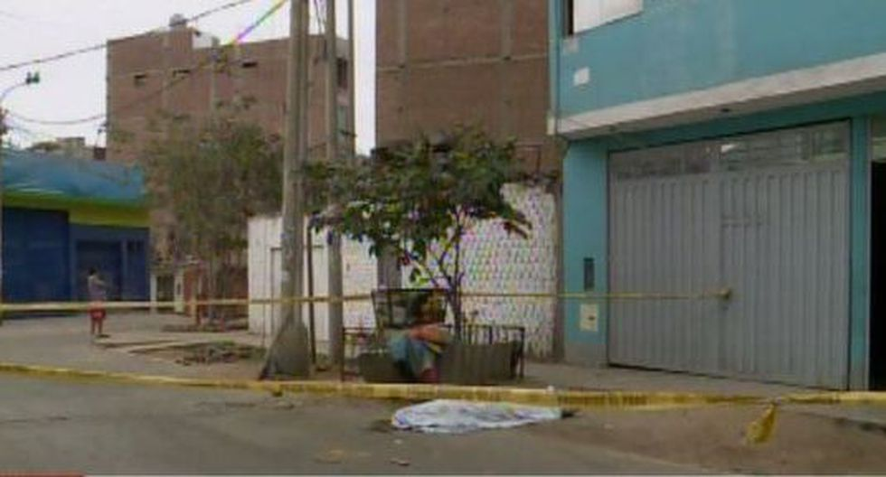 Junior Escalona Castañeda (29) vivía en el edificio, ubicado en la calle Botón de Oro, junto a su familia. Trabajaba como mototaxista. (Foto: Captura/América Noticias)