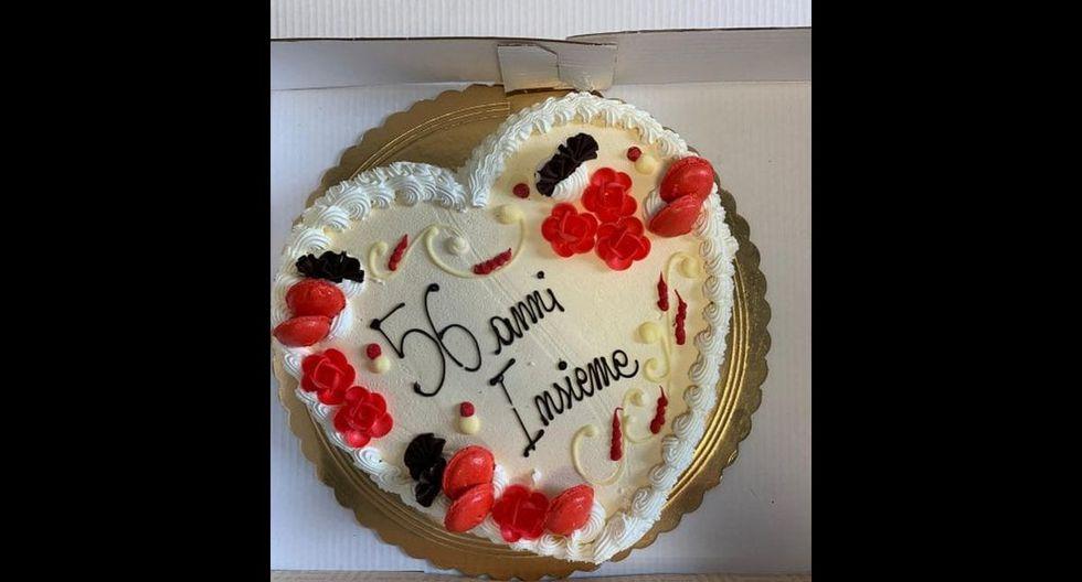 El pastel en forma de corazón con la inscripción 56° anni insieme. (Foto: Twitter)