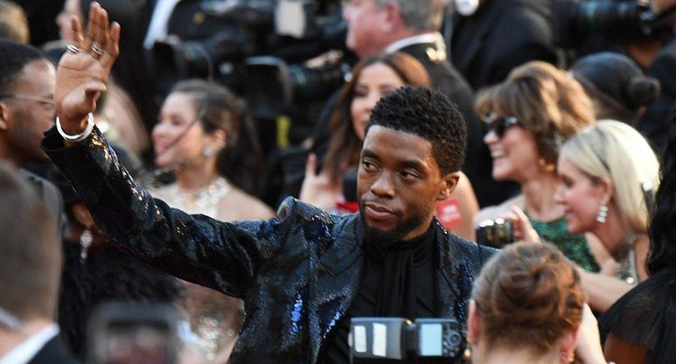 """Chadwick Boseman, protagonista de """"Black Panther"""", llegó a la gala con elegante traje de brillos. (Foto: AFP)"""