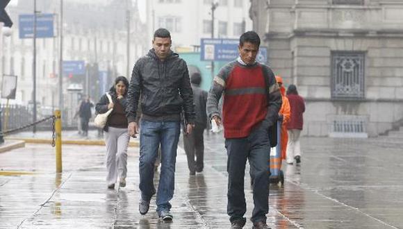 El Senamhi recomendó a la ciudadanía a seguir usando abrigo porque persistirán las lloviznas y sensación de frío a inicios de la primavera en la capital. (Foto: GEC)
