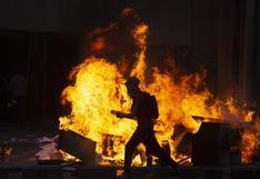 Chile: cerca de 580 detenidos y un muerto en noche de extrema violencia marcada por incendios y saqueos