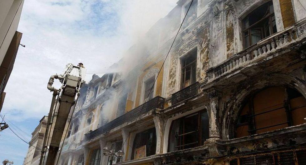 Jr. de la Unión: bomberos sofocaron incendio en casona [FOTOS] - 4