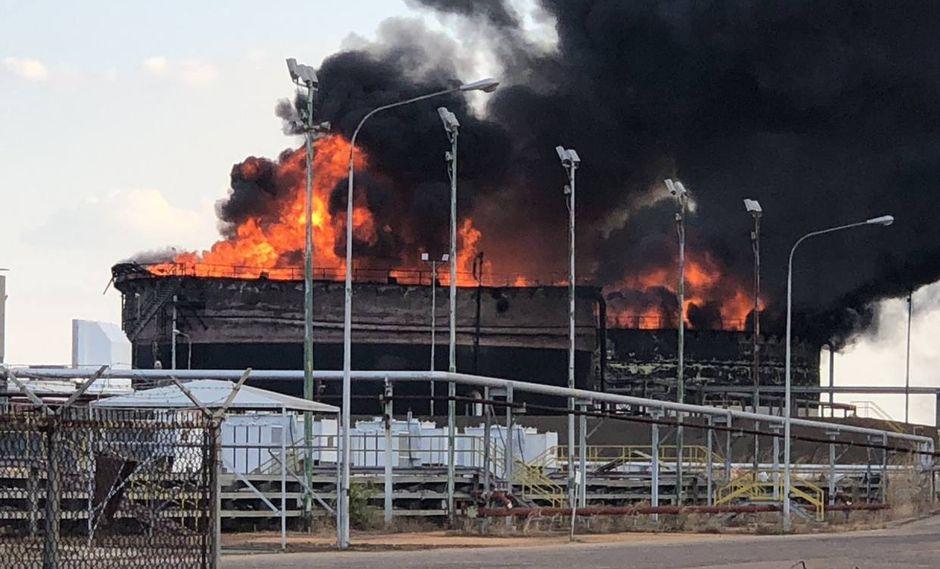 Petro San Félix | Faja del Orinoco | Tres tanques de almacenamiento de petróleo se incendian en Venezuela.