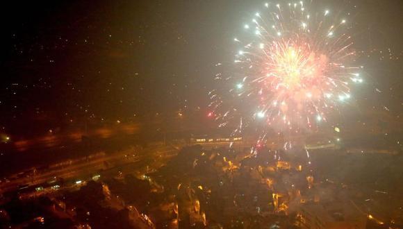 Desde la medianoche empezaron los estallidos en distintos puntos de Lima (Foto referencial: Andina)