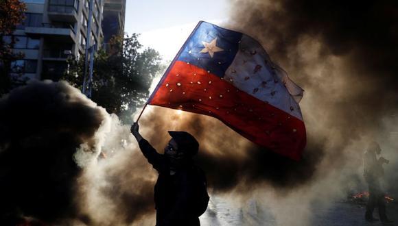 Cientos de miles de chilenos se han manifestando en contra del gobierno de Sebastián Piñera en las últimas semanas. (Foto: Reuters).