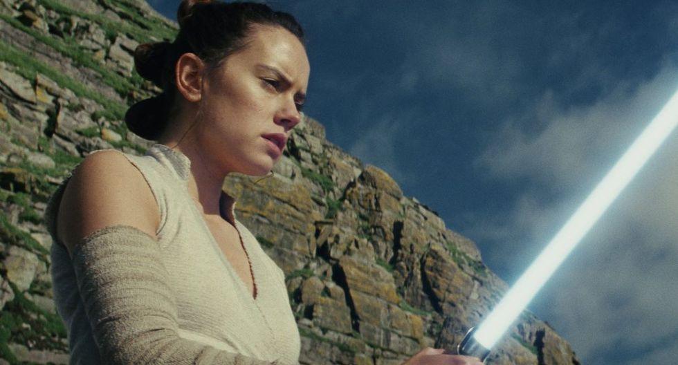 """Daisy Ridley como Rey en """"Star Wars: The Last Jedi"""". La inclusión de una protagonista mujer también causó rechazo en parte e la fanaticada de la saga. (Foto: Lucasfilm)"""