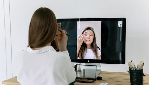 Este producto cosmético se debe aplicar sobre la piel después de la rutina diaria de cuidado del rostro. (Foto: Ekaterina Bolovtsova / Pexels)