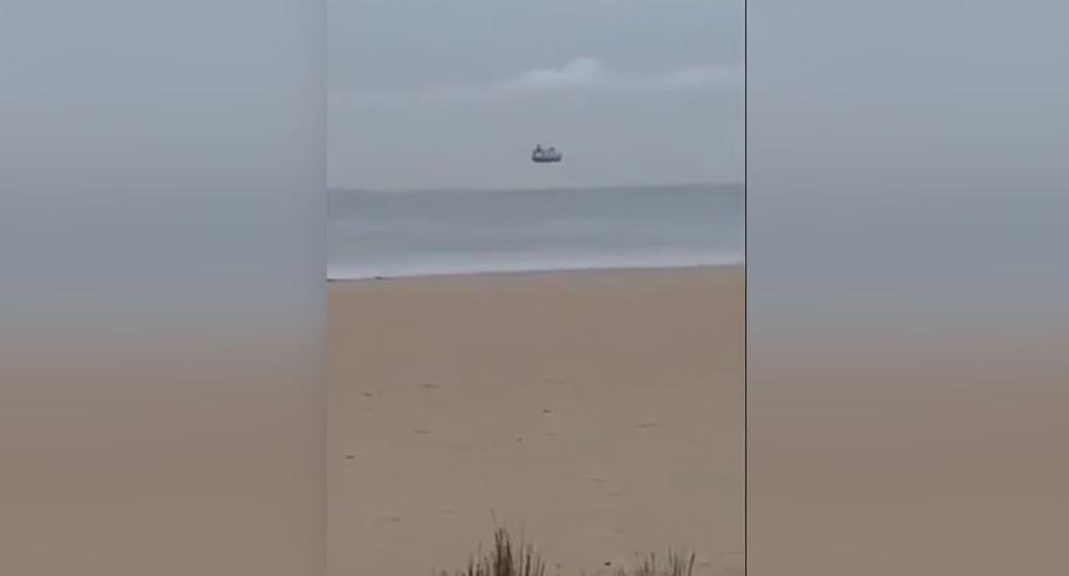 Una mujer grabó, en Nueva Zelanda, un barco flotando sobre el mar.| Foto: Monika Schaffner/@aljayfr/Twitter
