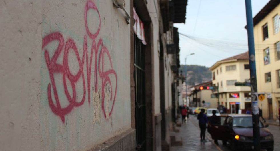 Pinta con spray rojo en calle Cruz Verde. (Foto: Miguel Neyra / El Comercio)