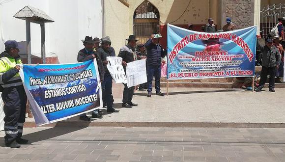 Durante su recorrido, los manifestantes anunciaron que el jueves 5 y viernes 6 de setiembre acataran un paro de 48 horas en solidaridad con el gobernador regional (Foto: Carlos Fernández)