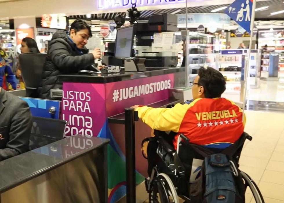 Migraciones realizó el control migratorio a las primeras delegaciones de atletas que arribaron al Aeropuerto Internacional Jorge Chávez. (Foto: Migraciones)